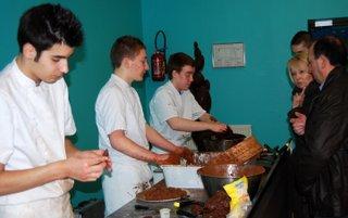 Près d'un millier de visiteurs au Salon du Chocolat  dans Collecte de fonds dsc_0944